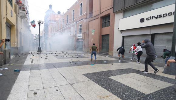 Los comerciantes expresaron su temor debido a las pérdidas económicas y daños de infraestructura en sus negocios debido a las manifestaciones. (Foto: Hugo Curotto/ @photo.gec)