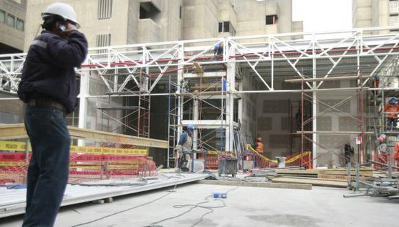 EL QUE SE ESPECIALIZA, GANA. El crecimiento económico del país abre nuevas puertas para los profesionales peruanos. (USI)