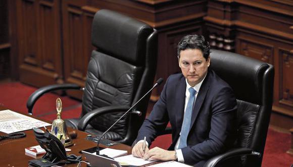 Daniel Salaverry afirma que defiende el fuero del Parlamento. (GEC)