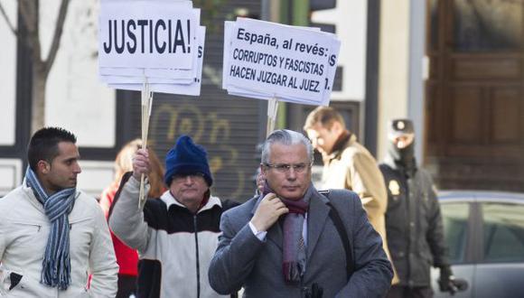 RESPALDO. Cientos de personas salieron a las calles a apoyar al juez. (AP)