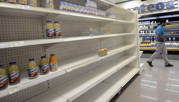 GRAVE CRISIS. Venezolanos no encuentran alimentos de primera necesidad en los mercados. (AFP)
