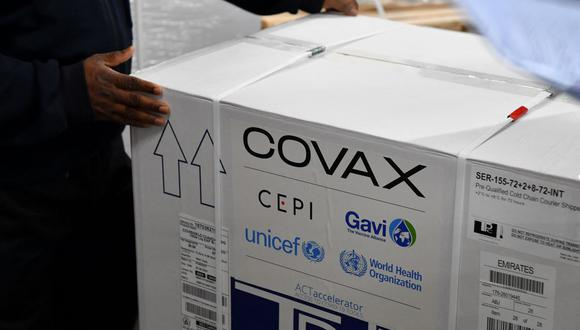Foto referencial. Hasta la semana pasada Covax distribuyó más de 32 millones de vacunas contra el COVID-19 en 61 países. (INDRANIL MUKHERJEE / AFP).