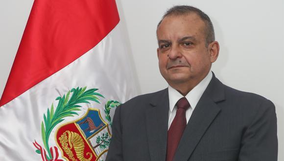 La norma que acepta su renuncia lleva las firmas del titular de la cartera, Walter Ayala, y del presidente de la República, Pedro Castillo. (Foto: Mindef)