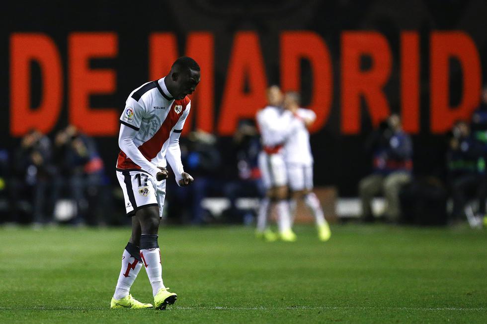 Luis Advíncula: Rayo Vallecano descendió a segunda división en la Liga española (AFP)