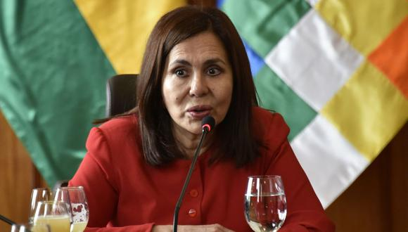 """Karen Longaric sostiene """"con absoluta certeza y convicción de conocimiento que no fue un golpe de Estado"""" porque existió una renuncia de Evo Morales. (Foto: AFP)"""