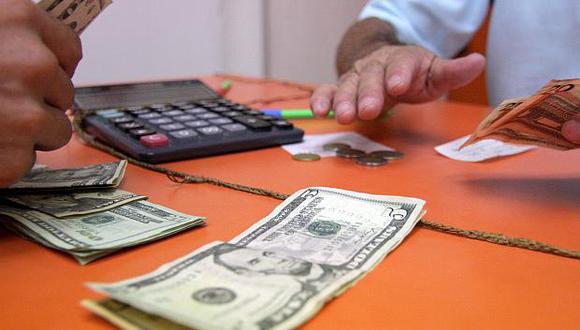 El tipo de cambio se cotizaba a S/3.290 la compra y a S/3.310 la venta en el mercado paralelo. (Foto: El Comercio)