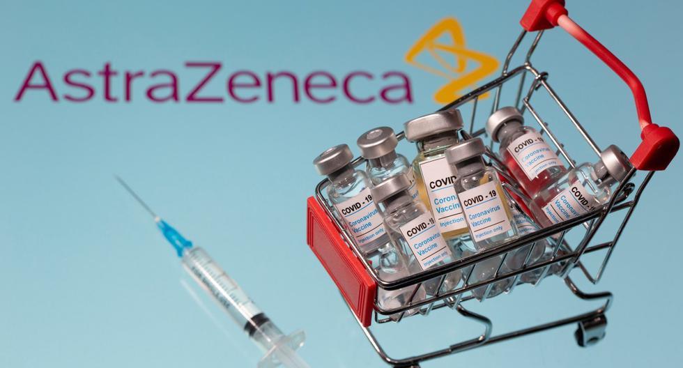 """Una pequeña canasta de compras llena de viales etiquetados como """"COVID-19 - Vacuna contra el coronavirus"""" y una muestra médica se colocan sobre un logotipo de AstraZeneca. Ilustración tomada el 29 de noviembre de 2020.  (REUTERS/Dado Ruvic)."""