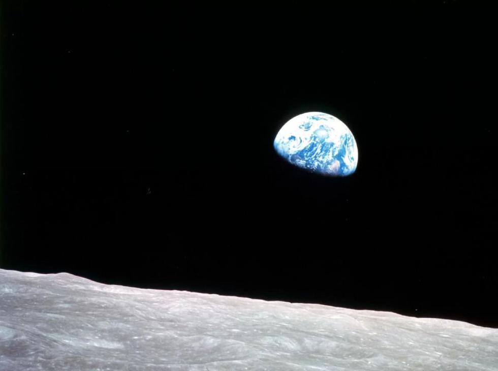 La Tierra apareciendo sobre la superficie de la Luna. Imagen del Apollo 8. (NASA)