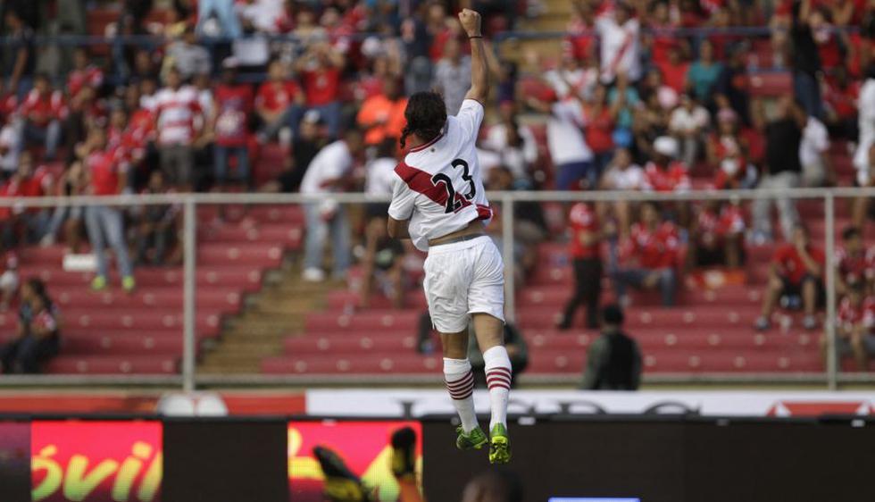 Cristian Benavente celebra su primier gol con la selección mayor. (AP)