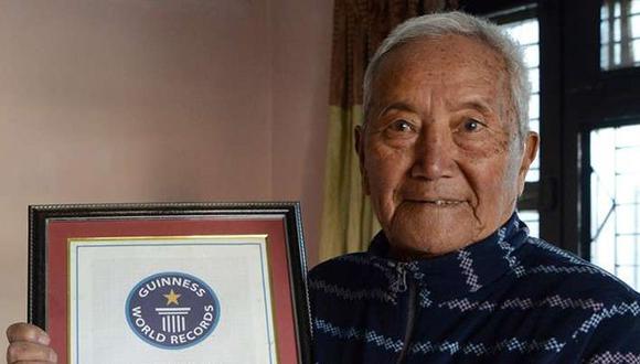 Everest: Hombre de 85 años muere a más de 5 mil metros de altura al intentar romper récord (AFP)