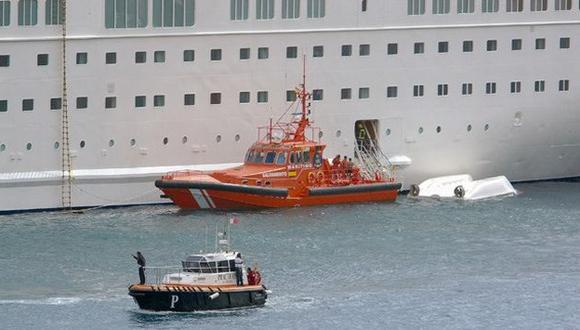 Cayeron en bote salvavidas. (AP)