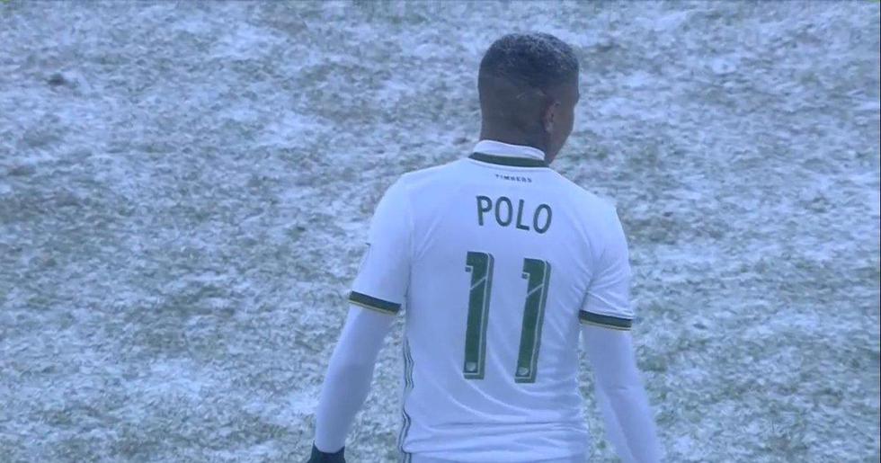 Mira las condiciones extremas en las que jugó el peruano con Portland Timbers en EE.UU. (AP)