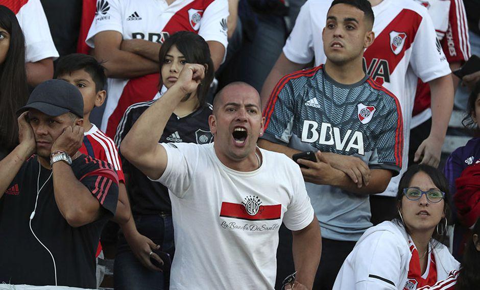 Hinchas de River Plate y Boca Juniors fueron advertidos por la Conmebol sobre las leyes españolas sobre las barras en los estadios. (Foto: AP)