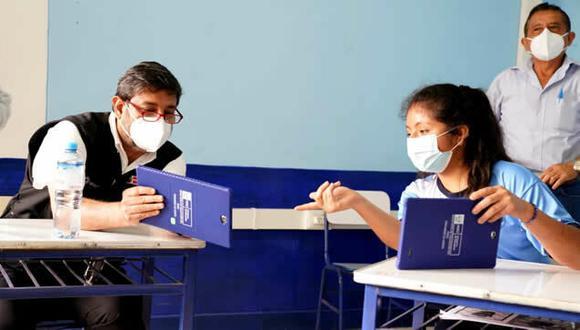 Piura: Minedu entrega tablets a escolares afectados por huaicos en Canchaque: (Foto: Minedu)