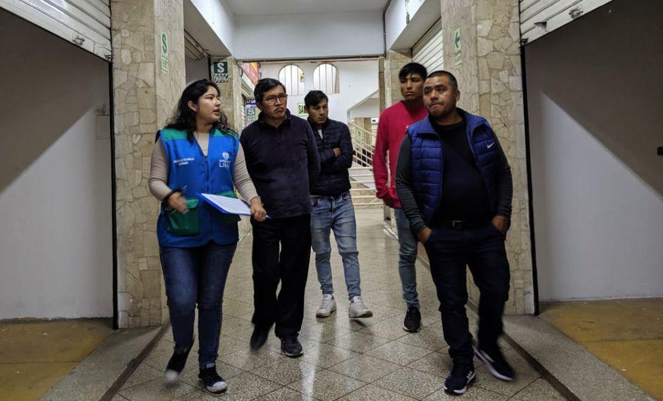 Los comerciantes recorrieron las instalaciones de las galerías uq tienen puestos en alquiler. (Municipalidad de Lima)
