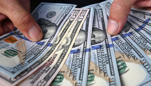 El BCR intervino vendiendo US$111 millones, pero no pudo evitar la subida. Panorama político genera incertidumbre en el mercado cambiario, según Enrique Castellanos. (Foto: AFP)