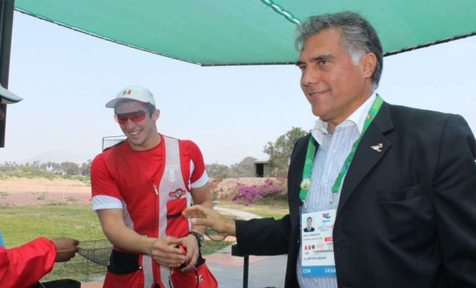 GANADORES. Boza junto al medallista en tiro Nicolás Pacheco. (Difusión)