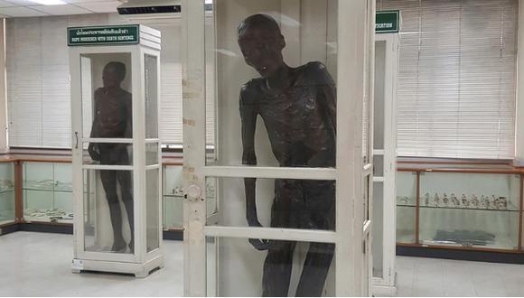 Tailandia: La historia del caníbal de niños cuyo cadáver es una momia expuesta en un museo (EFE)