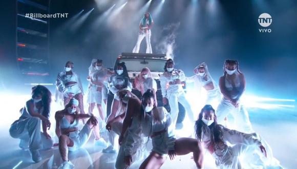 "Karol G representó a las mujeres latinas en los ""Billboard Music Awards 2021"". (Foto: Captura TNT)."