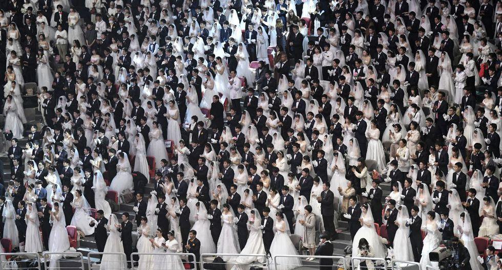 Estos matrimonios colectivos, que en los primeros años de la década de 1960 sólo reunían a unas pocas decenas de parejas fueron, durante mucho tiempo, el signo más destacado de los miembros de la Iglesia de la Unificación. (AFP).