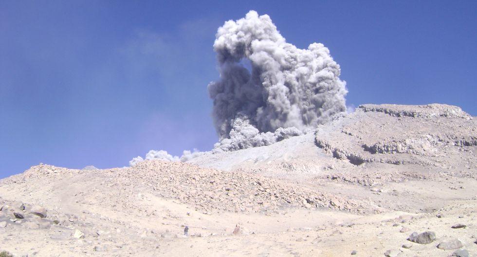 El IGP prevé la ocurrencia de explosiones con la expulsión de fragmentos de roca y cenizas. (Foto: GEC)