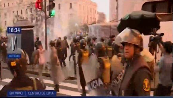 Estudiantes se enfrentaron a la Policía. (Captura/Canal N)