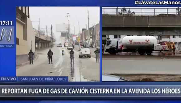 Las autoridades evacuaron a vecinos y cerraron vías como medida de seguridad ante la fuga de gas en un camión cisterna. (Foto: Canal N)