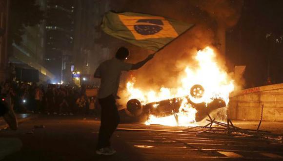 NO CESAN. Sao Paulo sufrió ayer fuertes protestas y la mandataria Dilma Rousseff viajó a la ciudad. (Reuters)