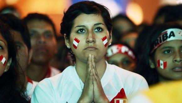 Hinchas peruanos hicieron largas colas para conseguir una entrada para el Perú vs. Chile. (Depor)