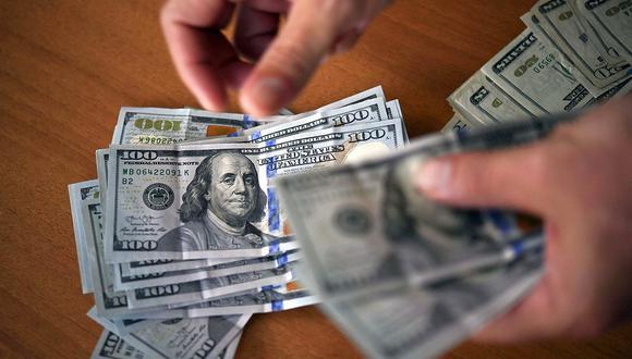 En el mercado paralelo o casas de cambio de Lima, el tipo de cambio se cotizaba a S/ 3.685 la compra y S/ 3.715 la venta. (Foto: AFP)