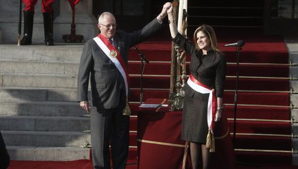 El presidente Pedro Pablo Kuczynski junto a la premier Mercedes Aráoz cuando la también juramentó en dicho cargo. (Perú21)