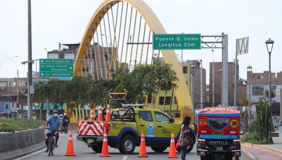 La concesionaria Lima Expresa continúa con la evaluación del puente Bella Unión tras incendio del pasado sábado. (Foto: Lino Chipana/GEC)