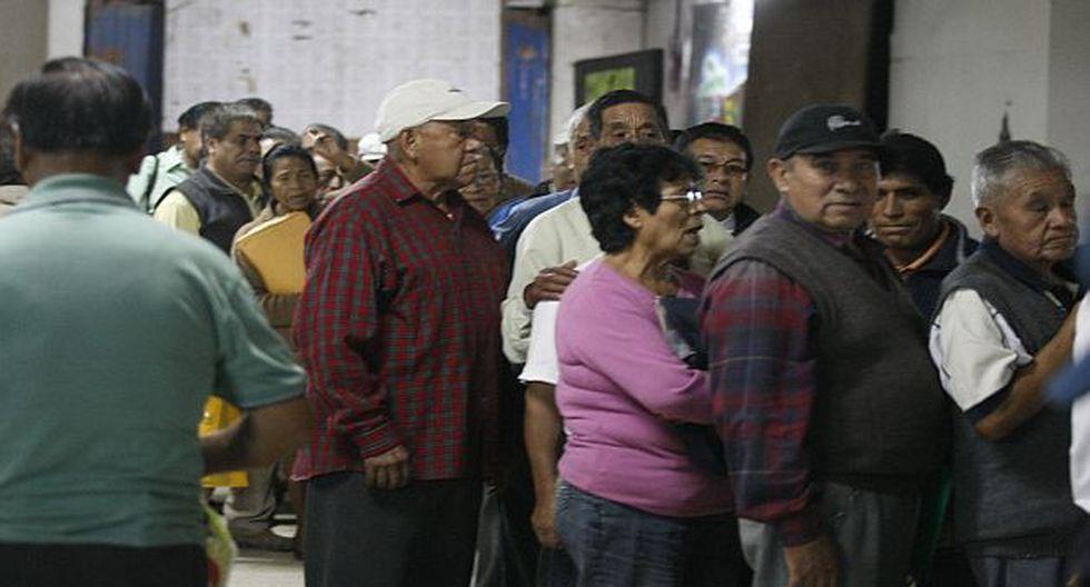 Caos y desorden en el local de la Asociación de Fonavistas. (Perú21)
