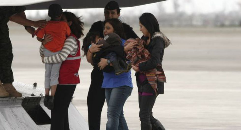 LIBRES. La primera dama, Nadine Heredia, y la ministra Jara recibieron a los pequeños en Lima. (César Fajardo)