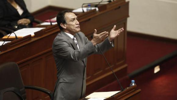 """""""Yo le digo al presidente que no se esconda en Palacio de Gobierno, que dé la cara"""", dijo el congresista. (CésarCampos/Perú21)"""
