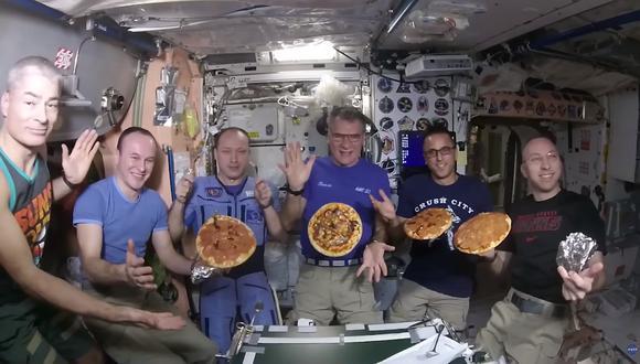 Por esta ocasión, el grupo fue rebautizado como el 'Escuadrón Intergaláctico Devorador de Pizza'. (Captura)