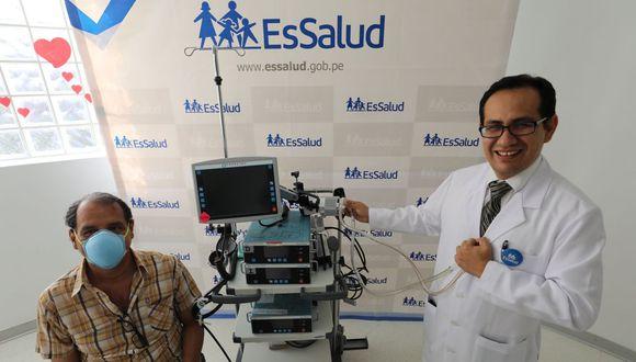 El doctor Franz Soplopuco, cirujano cardiovascular del Incor, dijo que el aparato de última generación permite sustituir los ventrículos del corazón cuando estos fallan debido a una enfermedad cardíaca severa. (EsSalud)