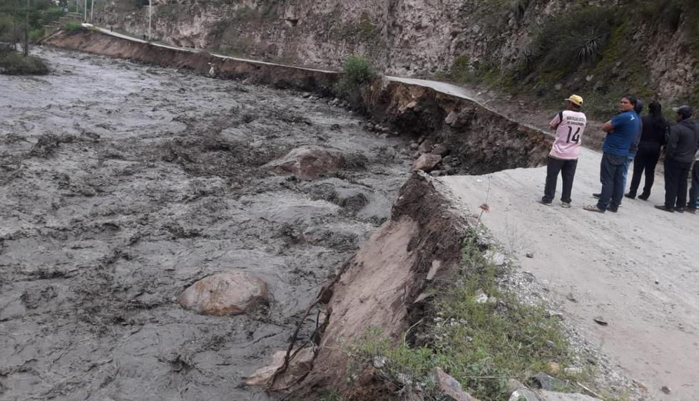 Carretera principal en Huari con destino a Huaraz quedó destruida por crecida del río. (GEC)