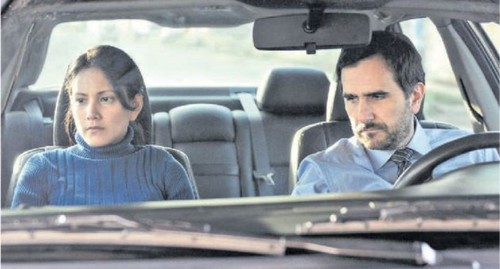 Adrián (Ciccia) averigua sobre la vida de su padre a través de Miriam (Vásquez). (La hora azul)
