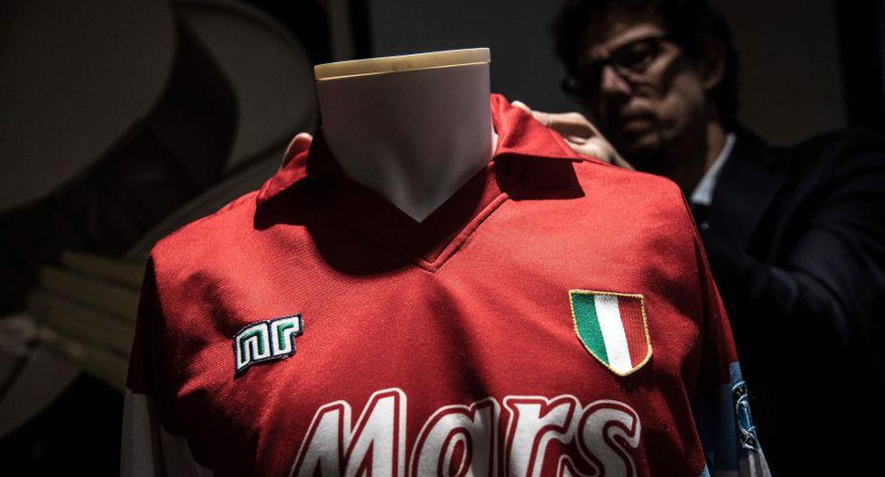 Diego Maradona: Camiseta del argentino cuando jugaba en el Nápoles fue subastada a más de US$ 13 mil (AFP)