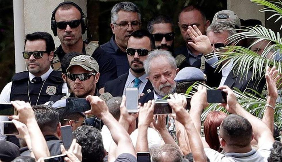 Lula da Silva participa en funeral de su nieto e inicia viaje de regreso a prisión. (Foto: EFE)