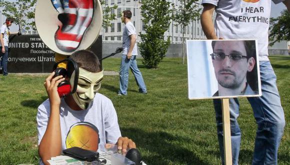 Protesta de activistas frente a la embajada de EEUU en Ucrania. (Efe)