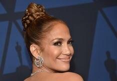 Jennifer Lopez se divierte bajo la lluvia y se lanza a la piscina con ropa
