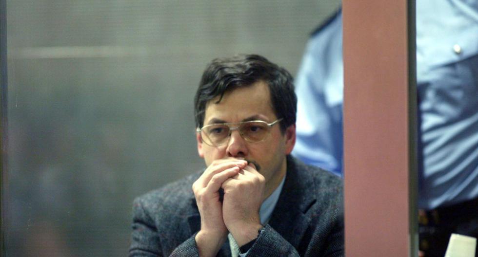 Acusado de secuestrar y violar a seis menores, matando a cuatro de ellas, durante la década de los 90, Marc Dutroux purga una pena de cadena perpetua en la cárcel de Nivelles. La fotografía corresponde al 30 de marzo del 2004, durante el juicio celebrado en su contra. (Foto: AFP)