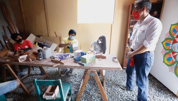El ministro Alejandro Neyra visitó a la Asociación Cultural Puckllay, que desarrolla sus actividades en las Lomas de Carabayllo. (Foto: Mincul)