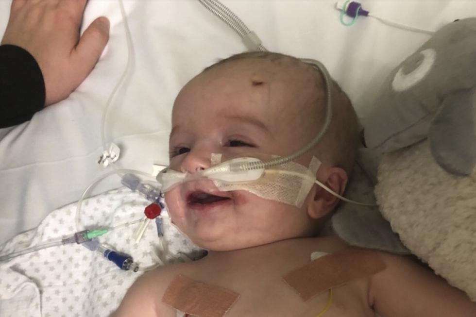 Un bebé se despertó de un coma y le sonrió a su padre. Ahora su familia está recaudando dinero para salvarle la vida. Su caso es viral en Facebook. (GoFundMe)