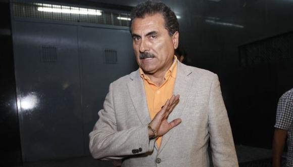 Julio Gagó fue anoche al penal San Jorge por el tema de la pérdida de libro de visitas del caso López Meneses. (David Vexelman)