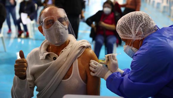 El proceso de vacunación comenzó el martes 9 de febrero en los principales centros de salud en Lima y Callao. (Foto: Hugo Curotto/@photo.gec)