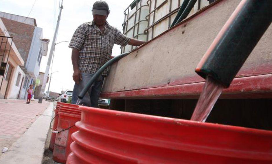 Informales. Peruanos son obligados a consumir agua más cara y poco segura. (Heiner Aparicio)