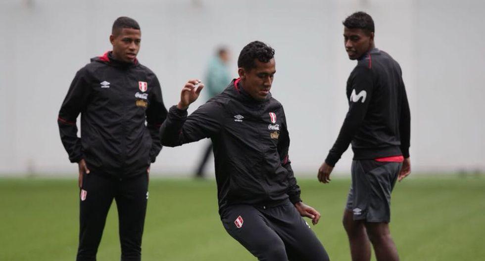 Selección peruana tuvo su primer entrenamiento en Rusia en medio del aliento de los hinchas. (FPF)